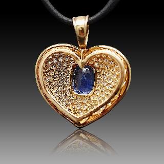 Pendentif Coeur en Or jaune 18k avec un saphir ceylan et diamants.