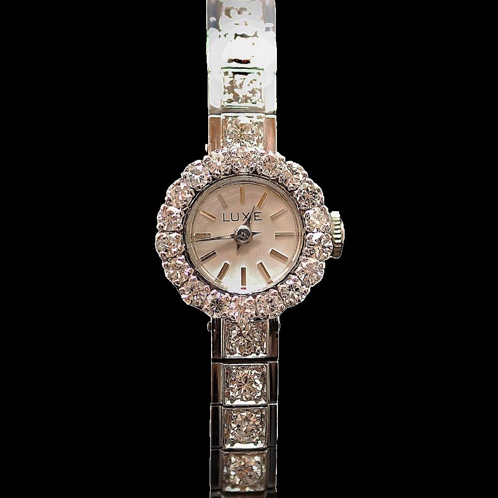 """Montre Dame """"Luxe"""" Or gris 18 K et platine avec 4.0 Cts de Diamants Vers 1965. Mécanique ."""