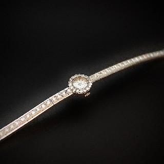 """Montre Dame """"Luxe"""" Or gris 18 K et 4.0 Cts de Diamants Vers 1965. Mécanique ."""