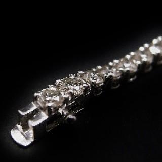 Bracelet ligne en or gris 18k avec 5.80 Cts de Diamants brillants Extrablancs.