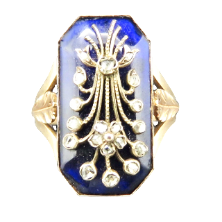 Bague émaillée en or rose 18k vers 1890 avec roses de diamant.