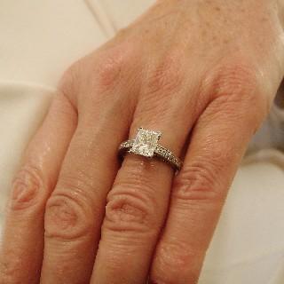 Solitaire Diamant Princesse rectangle de 1.50 Cts H-VS2. Or gris 18k .Taille 53.