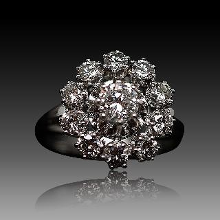 Bague entourage Or Gris 18K avec Diamants. Vers 1970