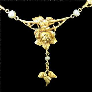 Collier Draperie Napoléon III en or jaune 18k et perles fines .