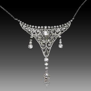 Collier Pendentif en Platine Vers 1920 avec 2,0 Cts de Diamants.