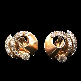 Boucles d'oreilles en or rose 18k avec Diamants Vers 1940.