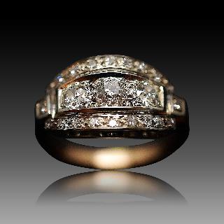 Bague dôme vintage vers 1935 en Or rose et gris 18K avec Diamants .
