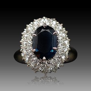 Bague en or gris 18k avec saphir fin et diamants .Taille 53