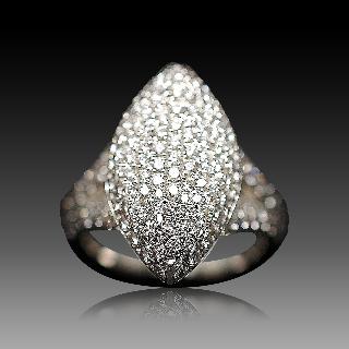 Bague Marquise en Or Gris 18k avec 2.11 Cts de Diamants extrablancs.