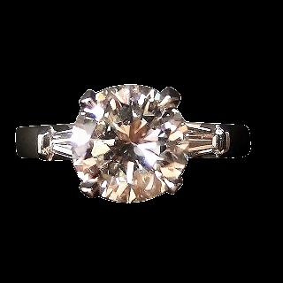 Solitaire en platine avec Diamant brillant 2.26 Cts H-VS2 + 0.25 Cts.