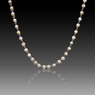 Collier en Platine vers 1920 avec perles fines .
