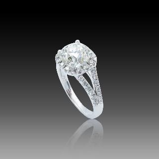 Solitaire Diamant taille Coussin de 2.47 Cts J-VS1. Or gris 18k  .Taille 52-53.