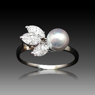 Bague en or gris 18k avec perle grise et Diamants Navettes Taille 52